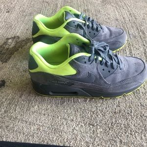 Air max 90's size 8.5 slightly worn